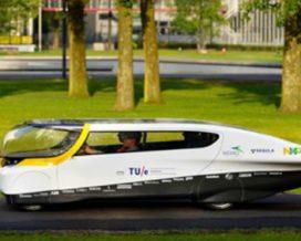 Award voor 's werelds eerste gezinsauto op zonne-energie