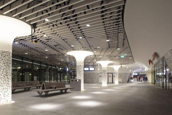 Twee kilometer lengteverlichting in Station Delft
