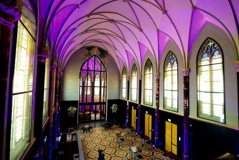 Voormalige kapel voorzien van leds - Installatiejournaal.nl