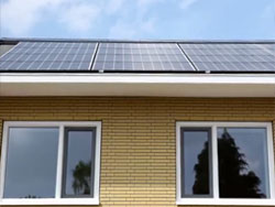 Initiatief voor 100.000 zonnepanelen op huurwoningen