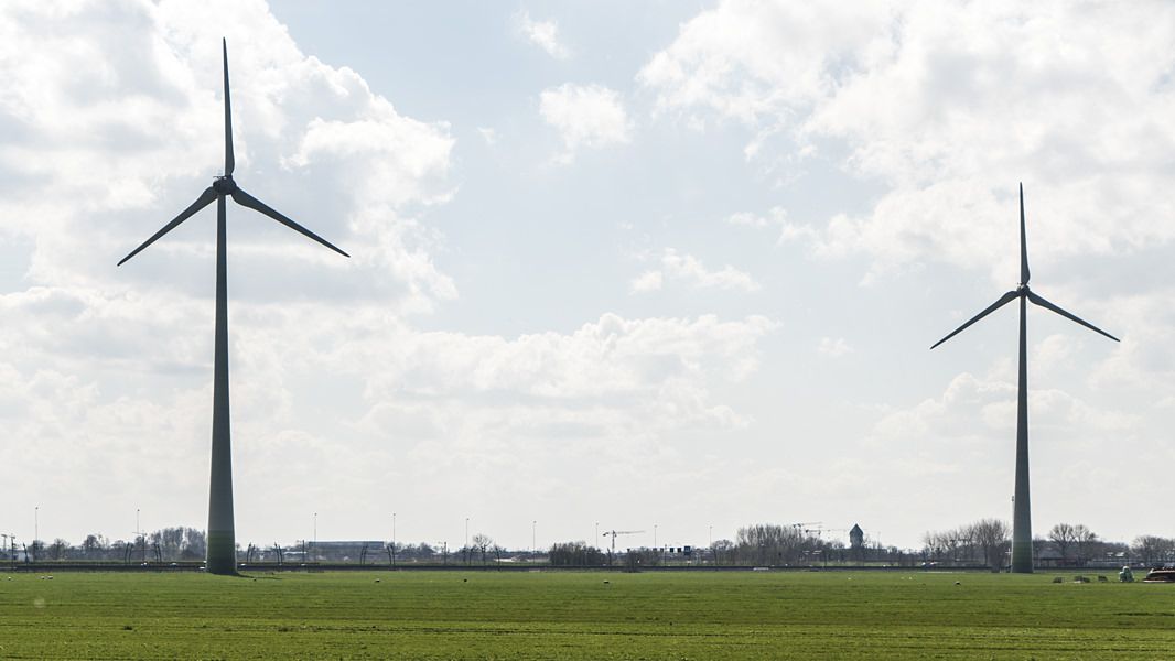 Energieopslag bij windmolens giessenburg for Scholt energy