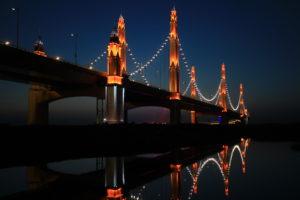 Philips verlicht brug over Gele Rivier