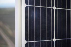 Nieuw zonnepaneel weegt de helft