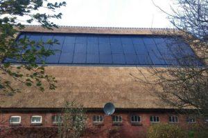 Zonnepanelen op een rieten dak? Geen probleem.