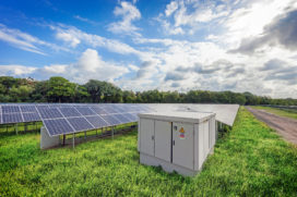 Alfen gaat twee grote zonneparken aansluiten op het net