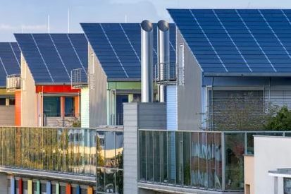 Zonnepanelen verplicht op nieuwbouw woningen