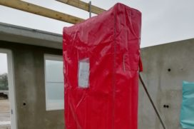 Meterkast met regenjas